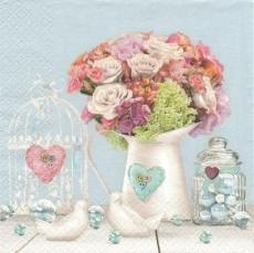 Blumenstrauß mit Rosen, Vogelkäfig, Vögel, Tauben, Glaskugeln, Herzen.... -  Bouquet with roses, bird cage, birds, pigeons, glass balls, hearts .... -  Bouquet de roses, cage doiseaux, oiseaux, pigeo