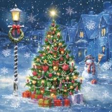 prachtvoll geschmückter Weihnachtsbaum im verschneiten Dorf - beautifully decorated Christmas tree in snowy village - arbre de Noël joliment décoré dans un village enneigé