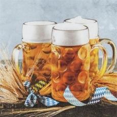 3 Mass Bier & Korn auf dem Tisch - 3 Mass Beer & Grain on the table - 3 bière de masse et grain sur la table