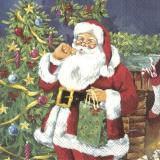 Der Weihnachtsmann bringt ein Geschenk und probiert ein Plätzchen vor dem traditionellen Weihnachtsbaum
