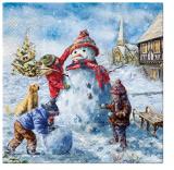 Hund beobachtet 3 Kinder beim Schneemann bauen vor dem Haus an der Kirche