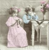 Nostalgische Kinder beim Kaffee trinken - Nostalgic children drinking coffee - Enfants nostalgiques boivent le café