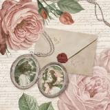 Rosen, Medaillon, Briefe & nostalgische Kinderfotos - Roses, medallion, letters & nostalgic childrens photos - Rose, Médaillon, lettres et des photos nostalgiques de lenfance