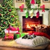 Katze schläft am Kamin und Weihnachtsbaum - Cat is sleeping by the fireplace and Christmas tree - Chat dort par la cheminée et larbre de Noël