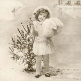nostalgisches Mädchen steht vor einen kleinen Weihnachtsbaum - nostalgic girl stands in front of a small Christmas tree - fille nostalgique se tient devant un petit arbre de Noël