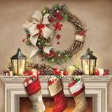 Kamin, Nikolausstiefel, Kranz, Baumschmuck & Laternen - Fireplace, Nicholas boots, wreath, tree decorations & lanterns - Cheminée, bottes, guirlande, décorations d arbres et lanternes Nicholas