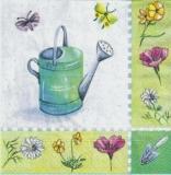 Gießkanne mit Schmetterlingen und Blumen